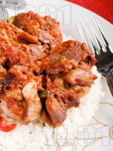 Пилешко месо с чушки, маслини и червено вино - снимка на рецептата